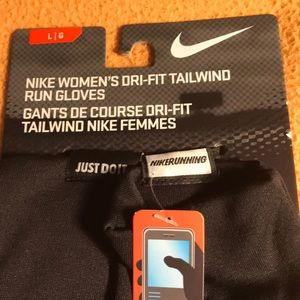 Nike Accessories - NWT Nike Women's Dri-Fit Tailwind Run Gloves Sz LG